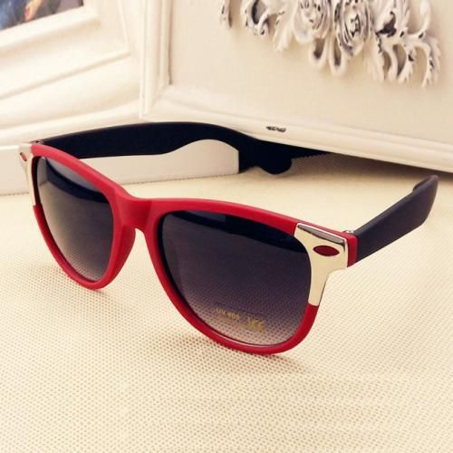 Red Fashion Spikes Decor Sunglasses