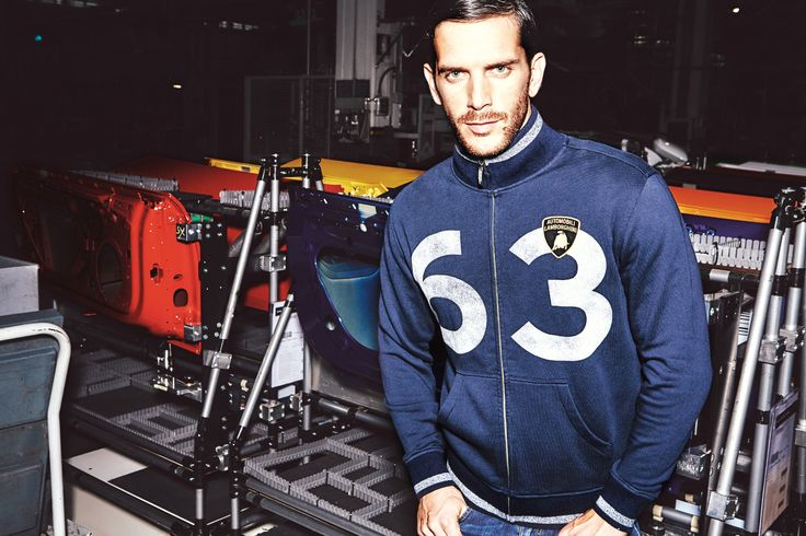 Among the production facilities of Huracán and Aventador. Innovation and tradition come together since 1963. The casual sweatshirt of 63 is a 4wd drive: perfect in every situation.