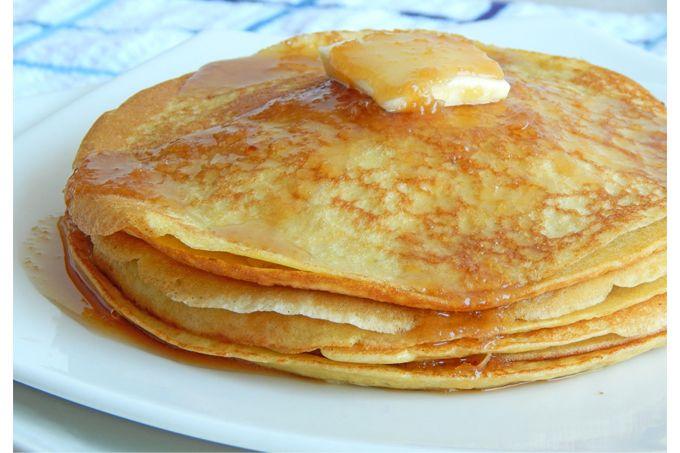 Qué tal unos deliciosos pancakes calienticos con miel maple o mermelada? Encuentra la receta en delicocina.com! #receta #delicocina #pancakes #recetacasera