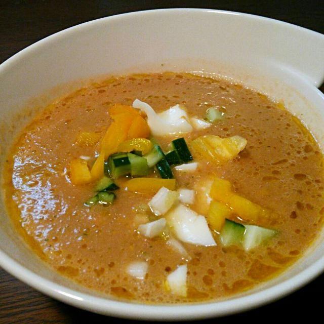 スペイン時代を思いだして作りました♪ 撹乱したスープは冷蔵庫で二時間ほど冷やしますが、今回は時短のため氷をミキサーに入れて撹拌d(^-^)レモンがないので、冷凍保存したゆずを使いました(^^) まさに飲む野菜料理\(^^)/ - 42件のもぐもぐ - Gazpacho Andaluz  a mi manera! スペイン、アンダルシア地方の冷たいスープ、ガスパチョ、我流調理\(^^)/ by hkim