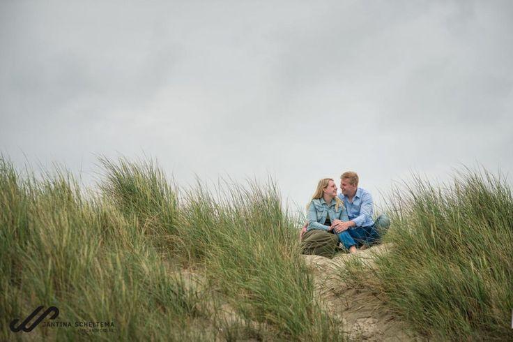 fotoshoot Ameland, Samen op het strand en in de duinen, loveshoot www.Amelandfoto.nl