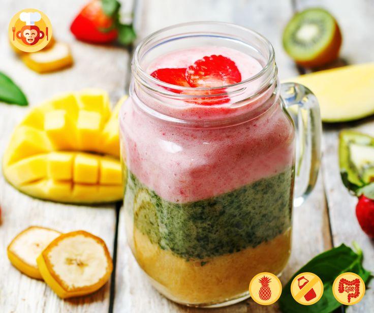 Tropikalne fit smoothie.  #layered #smoothie #fit #mango #fiber #spinach #strawberries #bananas #food #foodporn #healthy #fit #jar #maisonjar #foodmonkeys