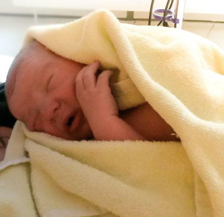 Heute habe ich einen kurz und knappen Geburtsbericht für euch, den von Sandra und ihrer Tochter Lilly.  Los gehts:    Meine Schwangerschaft war eine normale Schwangerschaft.  Die ersten 15 Woche, hatte ich starke Übelkeit, meine Motivation war dahin (ich hätte am liebsten den ganzen Tag auf mein Sofa gesetzt und gewartet das der Tag vorbei geht), aber es gab