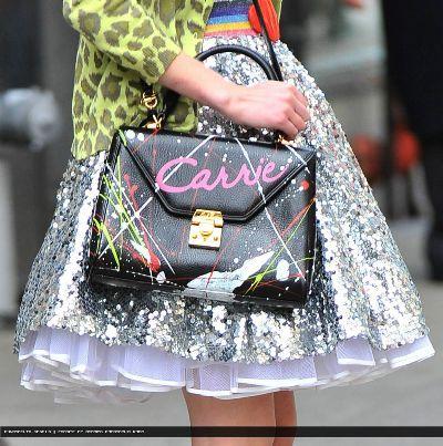 Wij zijn fan van de tv-serie 'The Carrie Diaries'! En we love Carries bag ♥ Superleuk daarom deze DIY. Ben jij fan?