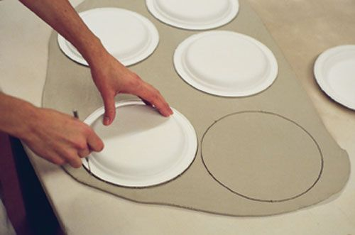 Fig.1 Using a Chinet plate as a template, cut circles in the slab.