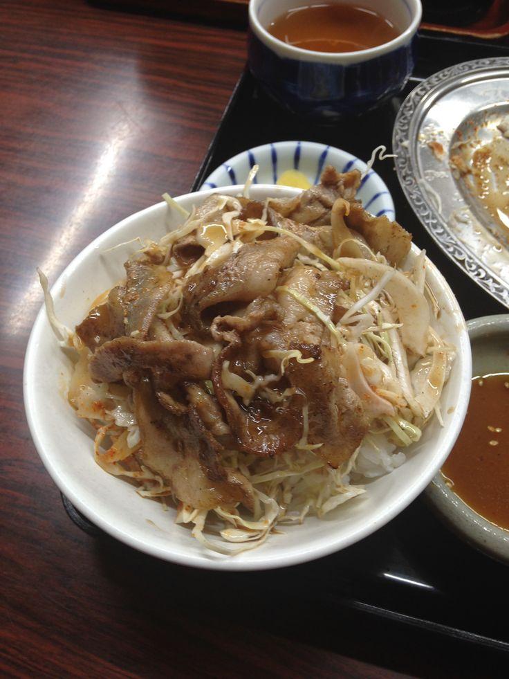 20140825 Kanazawashi Ishikawaken Japan 金沢市 宇宙軒食堂 名物「とんバラ定食」  通はご飯をある程度食べたらキャベツととんバラを乗せタレをかけて「とんバラ丼」にして食べると更に美味しいです!