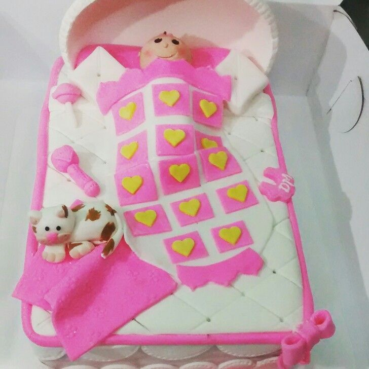 Cuna moised baby cat cake