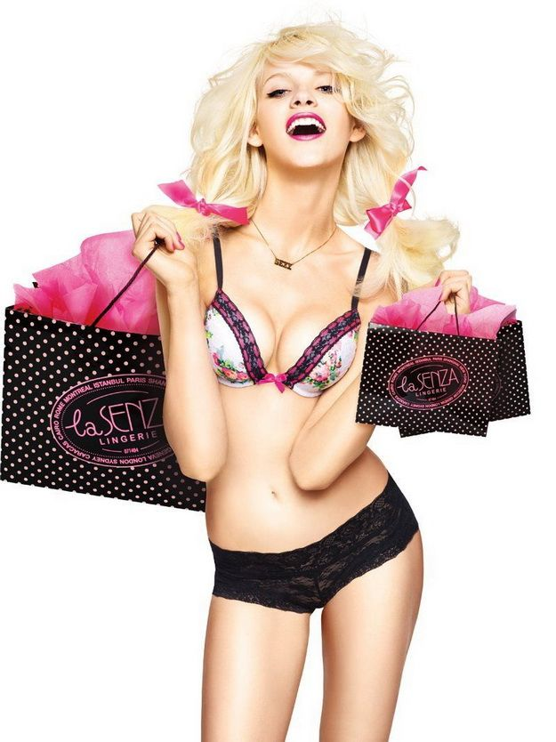 I can't leave a mall without stopping at La Senza, The Show Off Lingerie Range! I want it all! #SPCCardValentine