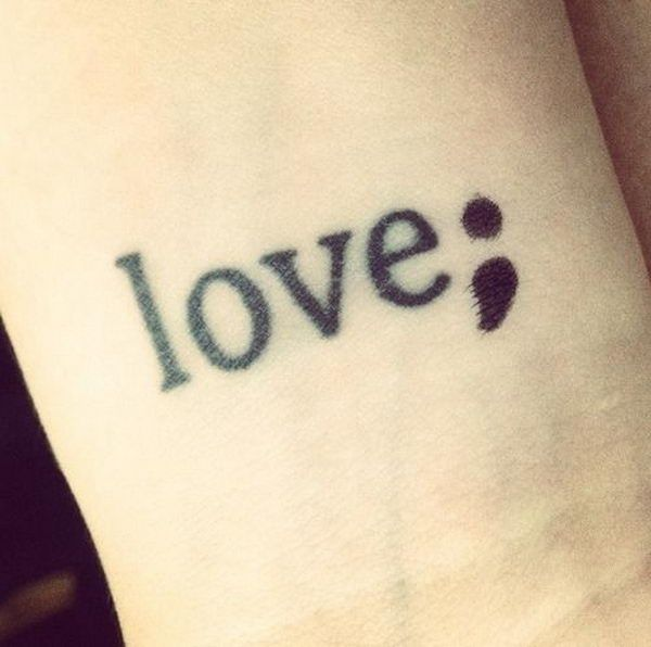 tatouage mot love http://tatouagefemme.eu/tatouage-point-virgule-femme/