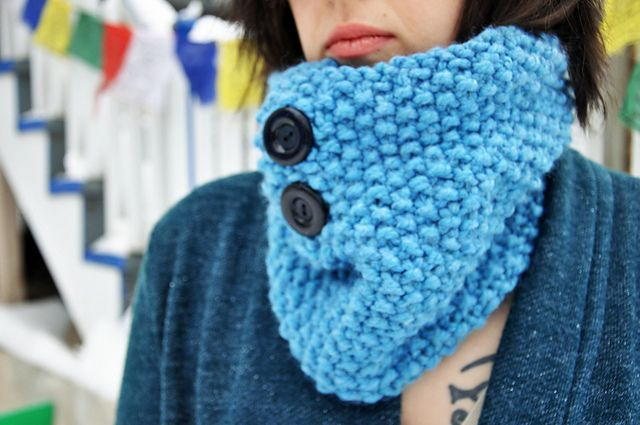Ravelry: Chunky Knit Cowl With Hidden Pocket pattern by Leah Kyser