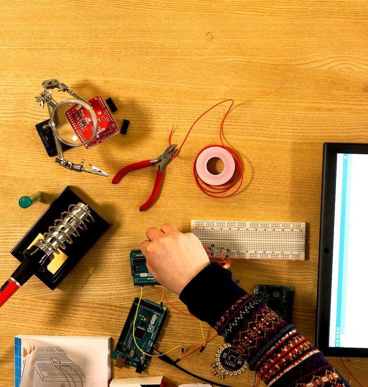 Something we loved from Instagram! Vi får testet vores nyindkøbte elektronik og  vi kan fortælle at det virker lige som det skal  Kom og hack på biblioteket med os den 25/5. #arduino #raspberrypi #arduinomega #hacklab #hackerspace #orestad #bibliotek by orestad_hacklab Check us out http://bit.ly/1KyLetq