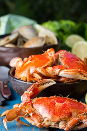 Boiled Crabs Bathed in Garlic Butter