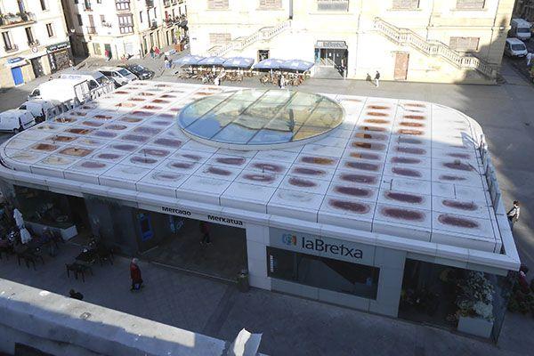 Fotografía del espacio Cánovas de Donostia-San Sebastián, entre los dos edificios del Centro Comercial La Bretxa de San Sebastián-Donostia.