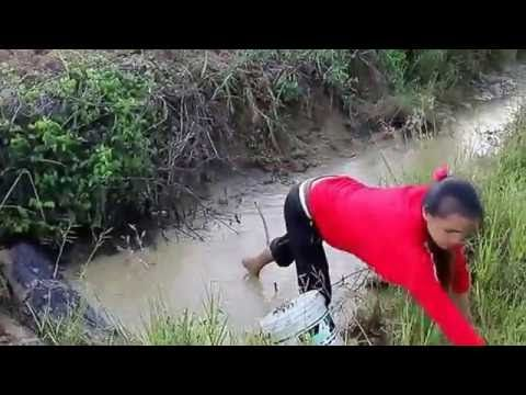 Beautiful Girl Fishing - Amazig Fishing at Battambang - Cambodia Traditi...