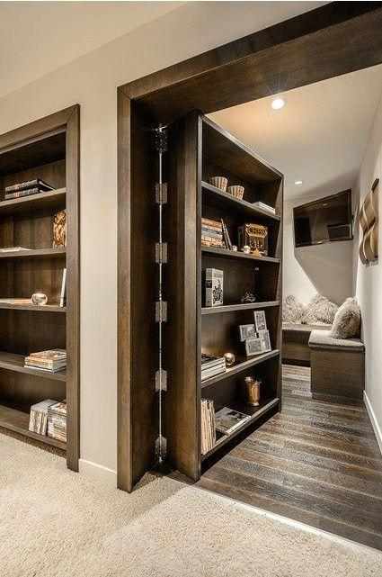 Si te estás cambiando, o haciendo tu casa, instala un cuarto secreto. Será la sensación del hogar.
