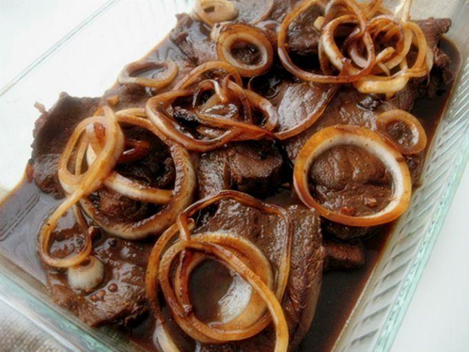 Descubre lo fácil que es preparar esta deliciosa carne salteada con cebollas y un toque fresco de perejil.
