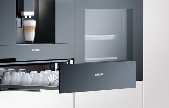Jedno urządzenie dzięki któremu podacie pyszne ciepłe pieczywo, a nawet niepowtarzalną aromatyczną kawę 🍞☕. Mowa o szufladzie grzewczej, która ma zaledwie 14 cm wysokości i zmieści się w kompletnej zabudowie kuchennej. Marka Siemens Home przedstawia innowacyjny pomysł  http://bit.ly/2uRtAvC