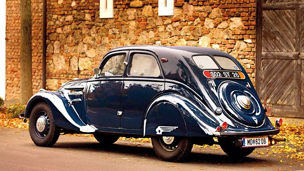 Peugeot 302 such a beautiful car!