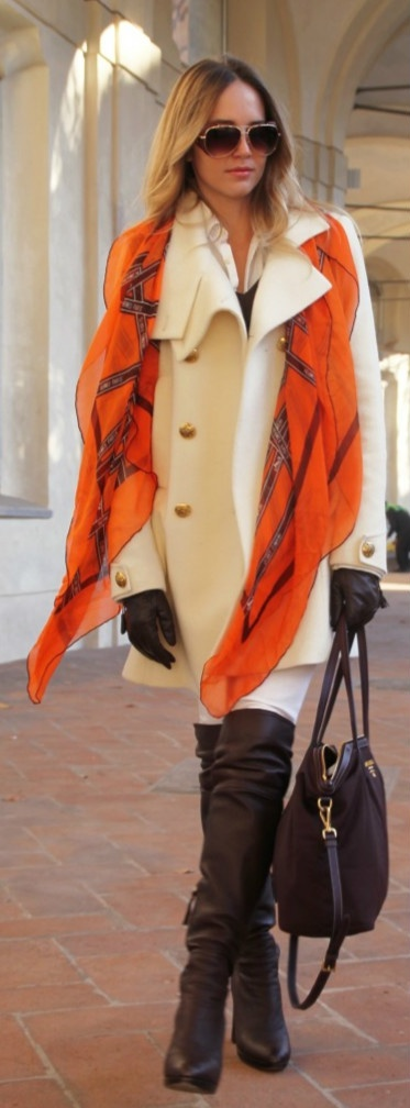 I love the orange accent. The brown boots, gloves and handbag complete the outfit in a classic style.