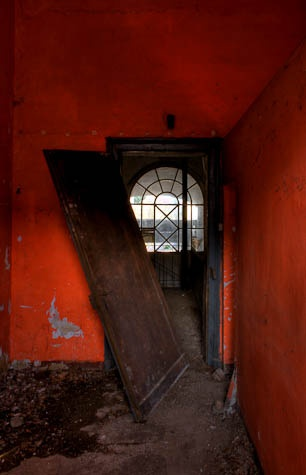 Lobusch Brau (D): Place Abandoned, Orange, Color ️Brown Red, Writing Inspirations Fodder, Abandoned Time, Doors Fancy, Doors Gateways, Abandoned Houses, Abandoned Places