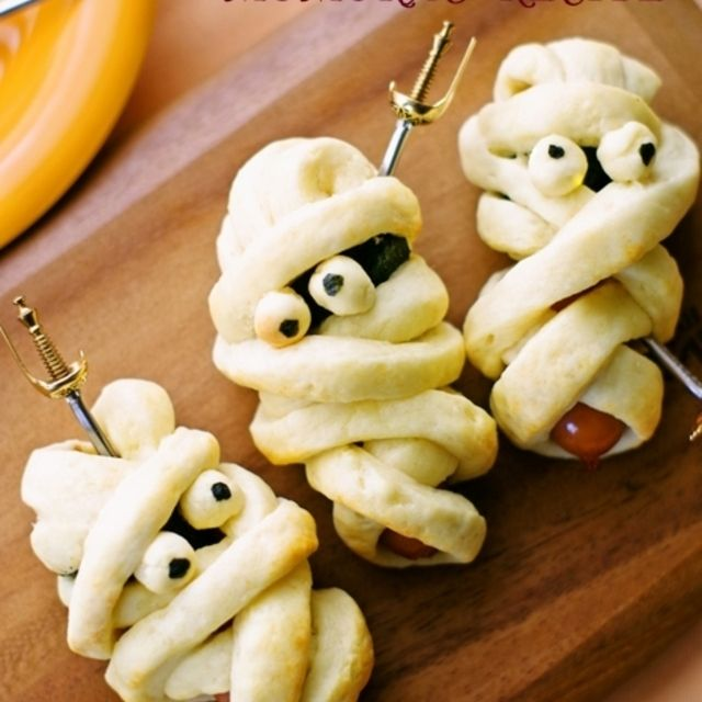 ホットケーキミックスHMで簡単30分♪お菓子なミイラのウィンナーパン♡ハロウィンに♪