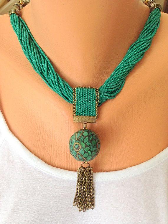 Collar Oriental. Collar de peyote. Collar de ganchillo. Collar de cobre amarillo. Collar con estilo. Collar de bolas de arcilla colgante necklace.Green