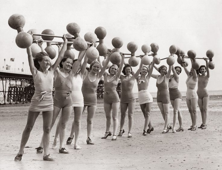 vintage everyday: Interesting Vintage Photos of Women in The Old Workout Gear in the 1930s