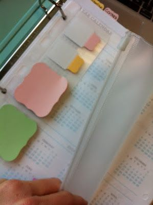 How to put together a Wedding Planning Notebook. Calendars, lists, and post-its? yup, will be doing this.