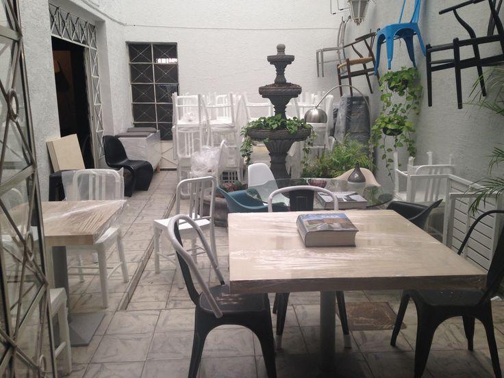 17 best images about restaurante alariz guadalajara lasddi for Replicas mesas diseno