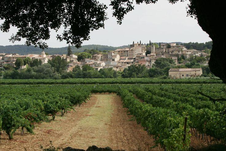 Carcès, pile au centre du VarL'institut national de géographie (IGN) s'est amusé à calculer lecoeur géographique de tous les départements de France.Dans le Var, c'est Carcès, dans la Provence Verte, qui se trouve en plein dans le mille du département.Brovès, le village fantômeIl est planté dans l