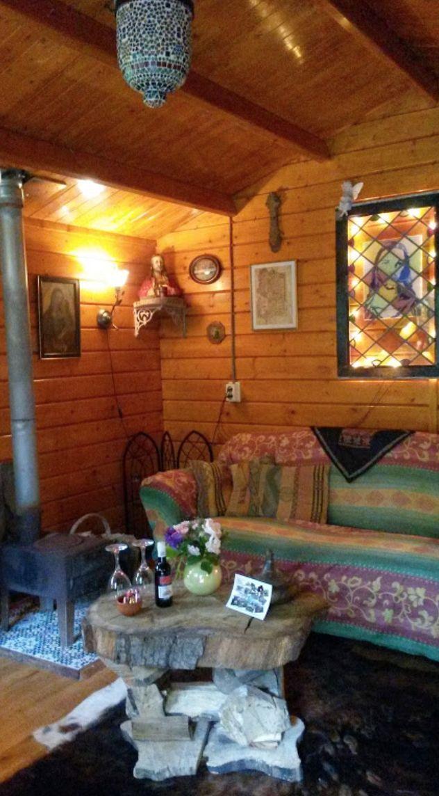 Speciaal voor ustzoekers hebben we nu wel heel bijzondere en rustgevende vakantiehuisjes gevonden. Het Heilige Huisje en De Schrijvershut in Easterein (Friesland).  #origineelovernachten #officieelorigineel #reizen #origineel #overnachten #slapen #vakantie #opreis #travel #uniek #bijzonder #slapen #hotel #bedandbreakfast #hostel #camping #romantisch #reizen