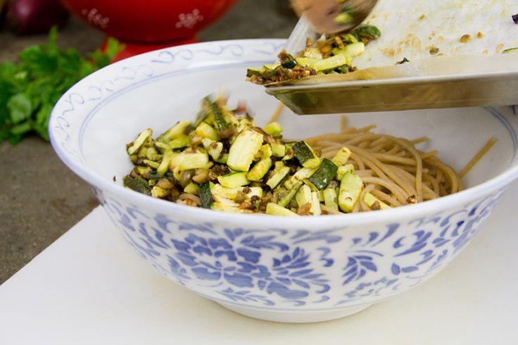 Spaghetti Zucchine, Olive e Capperi - Ricetta