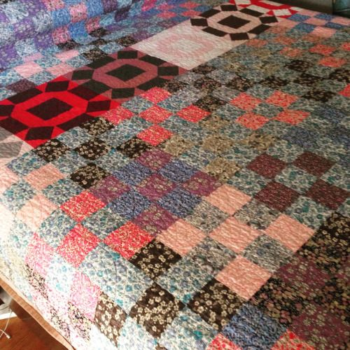 Heatherkisaquilter: New quilt for the bed since its summer-ish...
