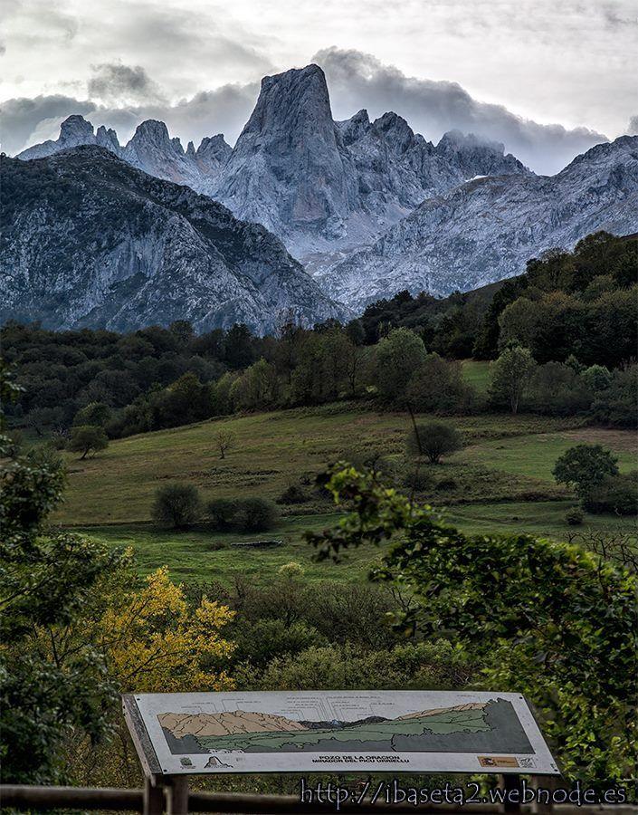 Mirador de Picu de Urriellu o Naranjo de Bulnes, situado en los Picos de Europa, en Asturias, España