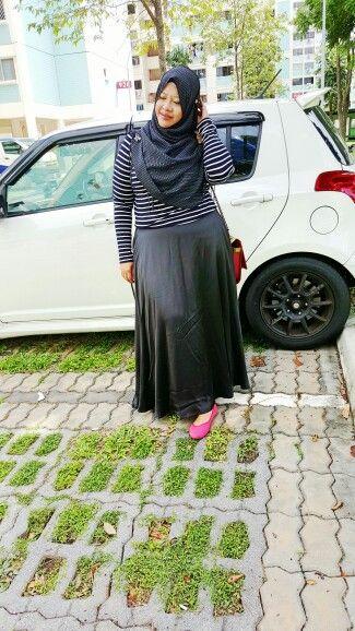 #fashion #dress #plussize #hijab #muslimah #stripes #longsleeve #maxiskirt A black and white stripe top with black maxi skirt. I love the flowy materia.