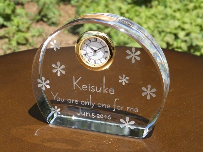 結婚祝いや誕生日プレゼント・部活やサークルの記念にクリスタル時計はいかがですか?