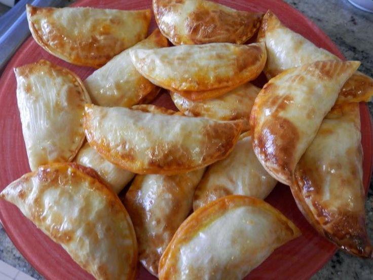 Te resuelven una cena en un momento. Estas empanadillas de atún y tomate son del blog COCINANDO PARA CIEN MIL VIKINGOS.
