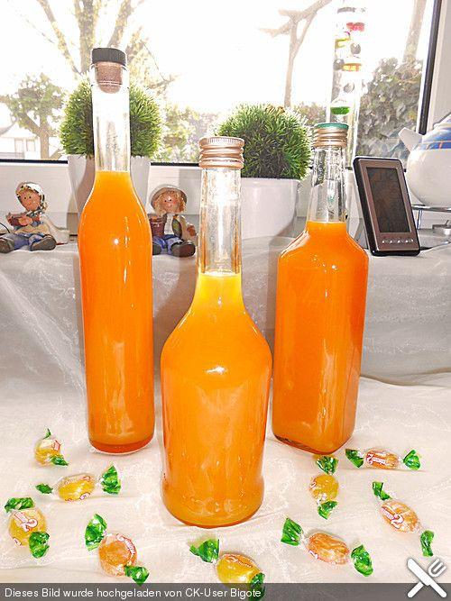 Nimm 2 - Likör mit Multivitaminsaft  1 Tüte Bonbons (Nimm 2) 0,7 Liter Schnaps Wodka 1 1/2 Liter Saft (Multivitaminsaft)  Die Bonbons auswickeln und in eine große Schüssel geben. Mit dem Wodka übergießen und zugedeckt über Nacht ziehen lassen.  Dann den Multivitaminsaft hinzugeben und noch mal einige Stunden stehen lassen. Dann abfüllen und am besten kalt genießen! 3 Wochen im Kühlschrank haltbar