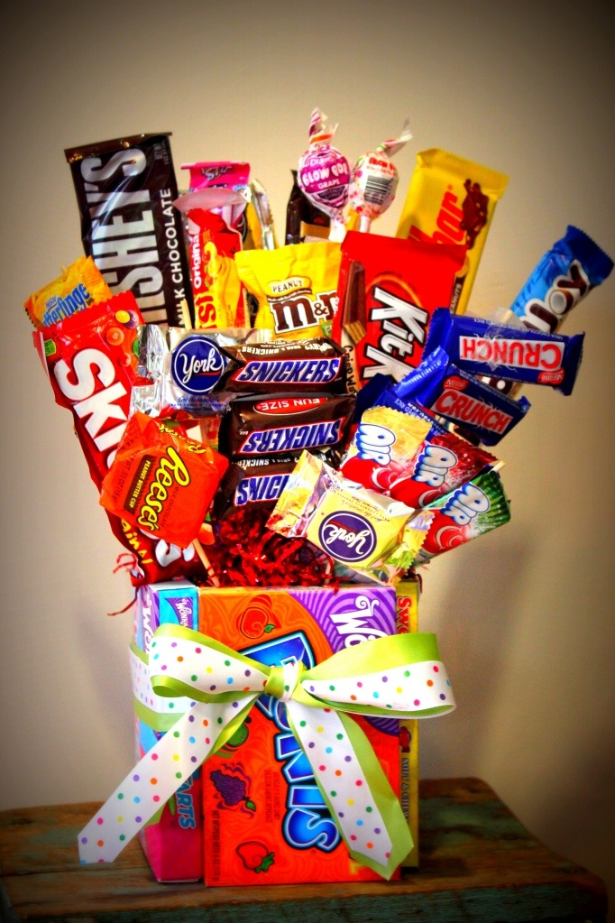 Diy candy bouquet never thought of using boxes as the vase