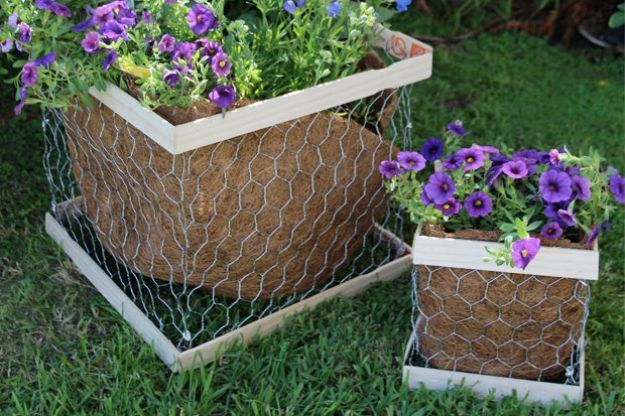 Best DIY Ideas With Chicken Wire - DIY Chicken Wire Planter Box - Rustic Farmhouse Decor Tutorials With Chickenwire and Easy Vintage Shabby Chic Home Decor for Kitchen, Living Room and Bathroom - Creative Country Crafts, Furniture, Patio Decor and Rustic Wall Art and Accessories to Make and Sell http://diyjoy.com/diy-projects-chicken-wire