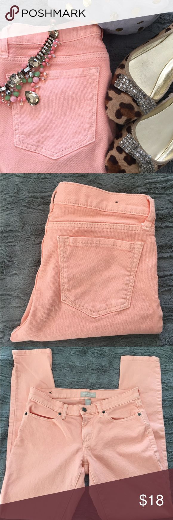 Banana Republic Peach Skinny Jeans Re-poshed! Gently used adorable peach skinny jeans in size 6/28. I have something similar and don't need them. Banana Republic Pants Skinny