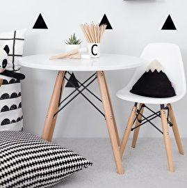 Te leuke kindertafel, helemaal in de stijl van de DSR/DAR ;stoelen! Wordt ook gebruikt als bijzettafel. ;Specificaties:- Hoogte: 48cm- Breedte: 60cm- Materiaal: houten onderstel, hoogglans wit gelakt bladFoto: De tafel gecombineerd met een wit DSW kinderstoeltje, via de blog van Ministyle. ;