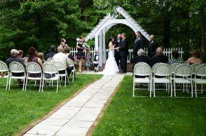 Intimate Bluff Mountain Inn wedding near Gatlinburg. Click here for more from http://bluffmountaininn.com
