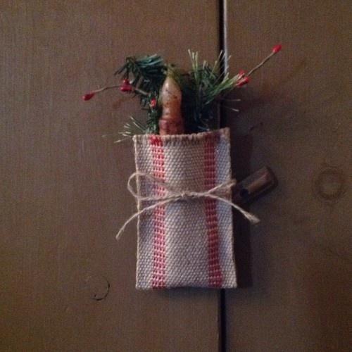 49 best burlap images on pinterest hessian fabric for Burlap bag craft ideas