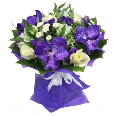 """Букет из ванды """"Ванесса"""" 7 роз, 5 цветков ванды, 5 альстромерий, 5 статиц, 1 кустовой хризантемы и мускуса с доставкой в Москве."""