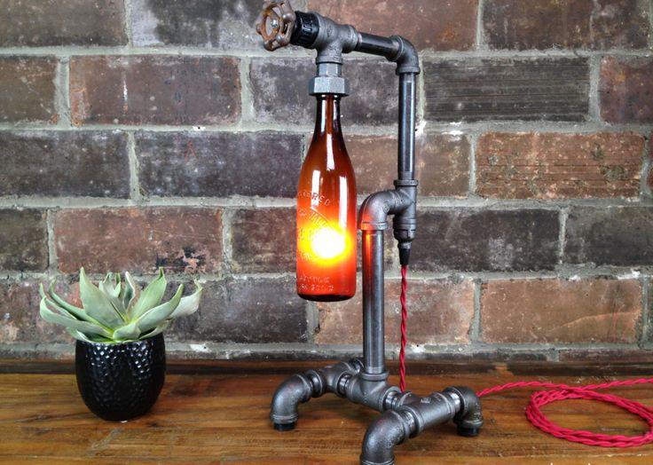 New Wine Old Bottles è un laboratorio artigianale che si trova in Ohio, USA, e che realizza delle belle lampade stile industriale