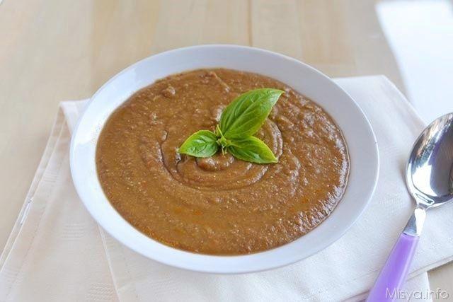 Questa vellutata di lenticchie è davvero buonissima e facilissima da fare con il bimby. Potete servirla con i crostini oppure utilizzarla per condirci la pasta, a me