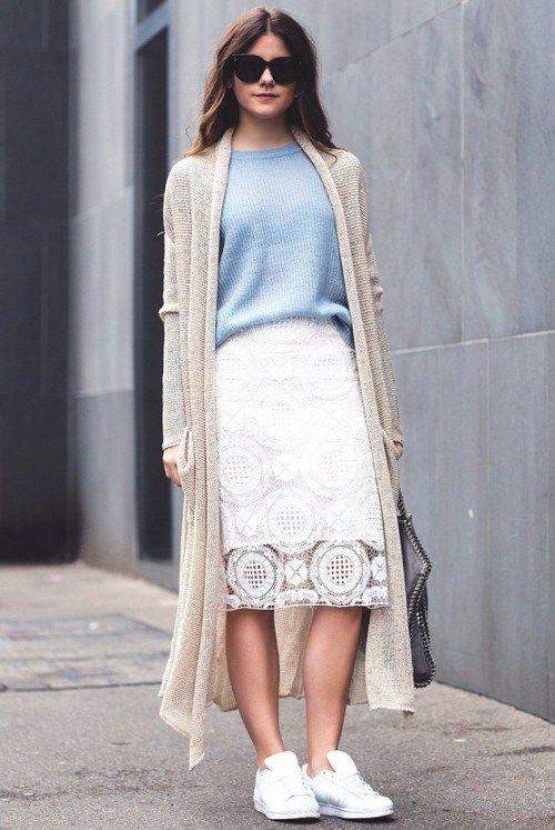 с чем носить белую юбку, осенние образы с белой юбкой, голубой вязаный джемпер, длинный кардиган, стильный образ на каждый день, уличная мода осень 2015, street style, MsKnitwear, Knitwear (фото 11)