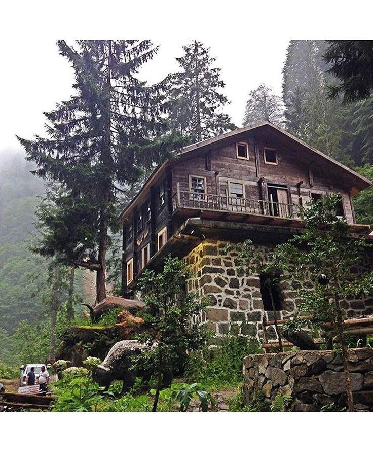 Wooden Lazian House → Eastern Blacksea Region of Turkey ⚓ #karadeniz #doğukaradeniz #trabzon #طرابزون #ტრაპიზონი #giresun #ordu #rize #samsun #gümüşhane #artvin #sinop #travel #city #nature #house #architecture #ecotourism (Photographer: Büşra Keleş)