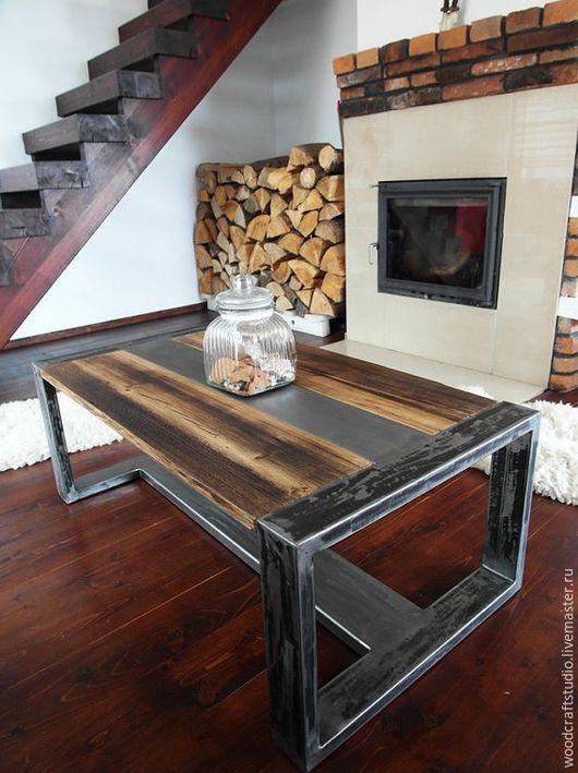 Стол на из амбарных досок в Индустриальном стиле, состаренная древесина на массивном стальном подстолье.  Сама природа и время постаралось создать такие формы.  Уникальный арт-объект обладающий ярко